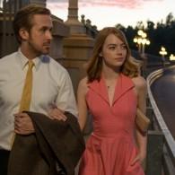 """""""Kalifornijos svajose"""" susitikę E. Stone ir R. Goslingas pademonstravo mokantys ir šokti, ir dainuoti"""