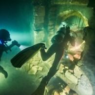 """Trilerio """"Komandosai"""" filmavimams Maltoje po vandeniu pastatytas naujas butaforinis miestas"""
