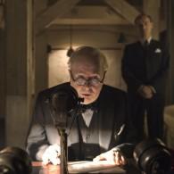 """Aktorius Gary Oldman: """"Riebalų kostiumas, lateksas ant veido, viskis ir cigaras – štai taip mes nufilmavome juostą """"Tamsiausia valanda""""!    Dalintis"""
