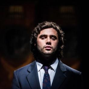 """""""Sostų karų"""" žvaigždė įkūnijo žinomiausią akląjį operos solistą Andrea Bocelli"""