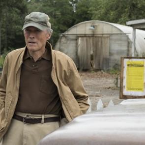 """Clinto Eastwoodo filme """"Kurjeris"""" - tikra istorija apie narkotikus gabenusį 90-metį"""