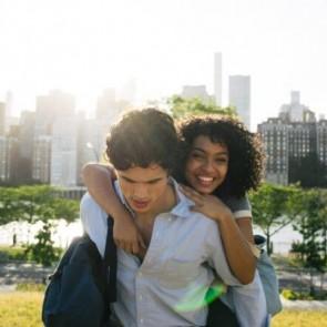 """Drama """"Saulė irgi žvaigždė"""" įžiebė naują žvaigždę: 19-metei pagyrų negaili nei M. Obama, nei O. Winfrey"""
