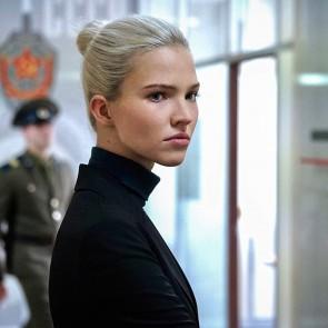 """Lucas Bessonas grįžta: į ekranus atkeliauja netikėtų siužeto vingių pilnas šnipų veiksmo filmas """"Anna"""""""