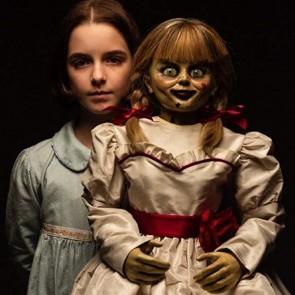 Į kino teatrus grįžtanti puikiai pažįstama demoniškoji lėlė Anabelė siaubo filmų gerbėjams paruošė naujų išbandymų