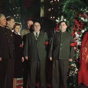 """Unikali dokumentinė juosta """"Valstybinės laidotuvės"""" – riba tarp gedulo ir beprotybės"""