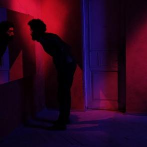 """Nepamirštama vizualinė patirtis Manto Kvedaravičiaus filme """"Partenonas"""""""