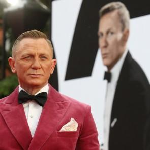 """""""Mirtis palauks"""" premjeroje Daniel Craig laukė karališkosios išleistuvė"""